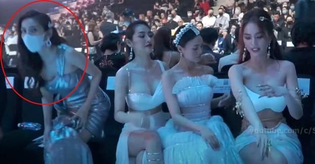 Phía Thuỷ Tiên chính thức lên tiếng sau clip nghi bị hội bạn Linh Chi, Lan Ngọc và Ngọc Trinh chen lấn chỗ ngồi tại sự kiện - Ảnh 3.
