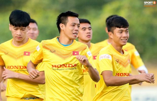 Công Phượng vắng mặt ngày đầu tập trung, vẫn giữ áo số 10 ở tuyển Việt Nam - Ảnh 3.