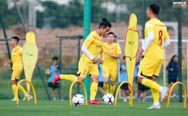 Công Phượng vắng mặt ngày đầu tập trung, vẫn giữ áo số 10 ở tuyển Việt Nam - Ảnh 7.