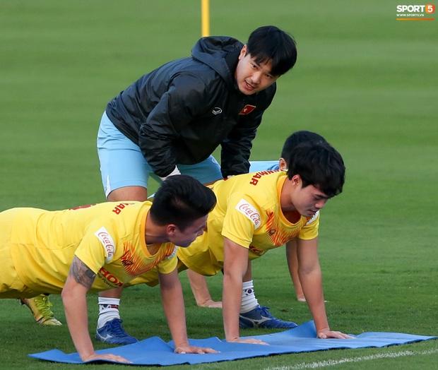 Công Phượng vắng mặt ngày đầu tập trung, vẫn giữ áo số 10 ở tuyển Việt Nam - Ảnh 8.