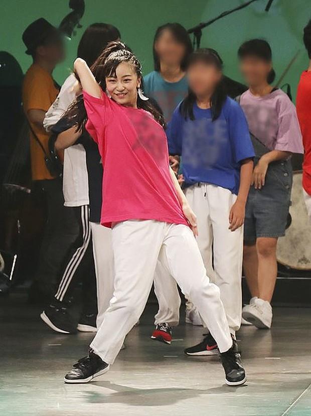 Công chúa xinh đẹp nhất Nhật Bản gây sốt cộng đồng mạng với loạt ảnh quá khứ nhảy múa như nữ idol thực thụ - Ảnh 5.