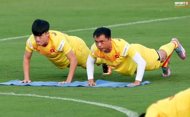 Công Phượng vắng mặt ngày đầu tập trung, vẫn giữ áo số 10 ở tuyển Việt Nam - Ảnh 9.