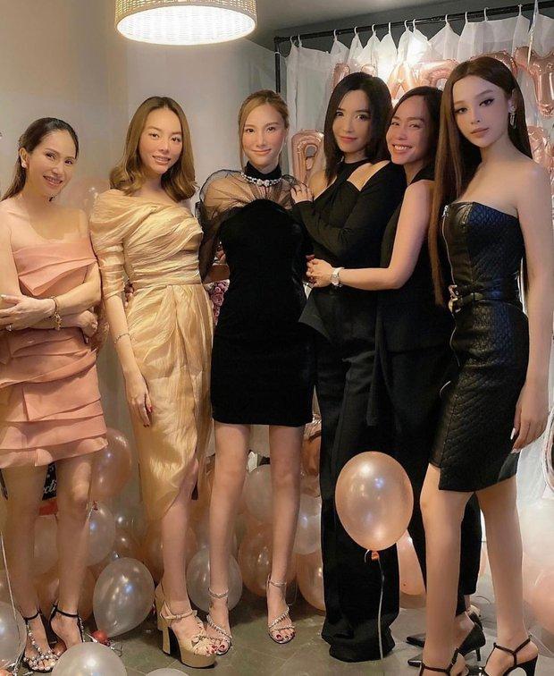 Dàn mỹ nhân Hà thành dự tiệc sinh nhật Hạnh Sino: Huyền Baby giật spotlight với body bốc lửa, Bích Phương ra sao hậu giảm cân? - Ảnh 2.