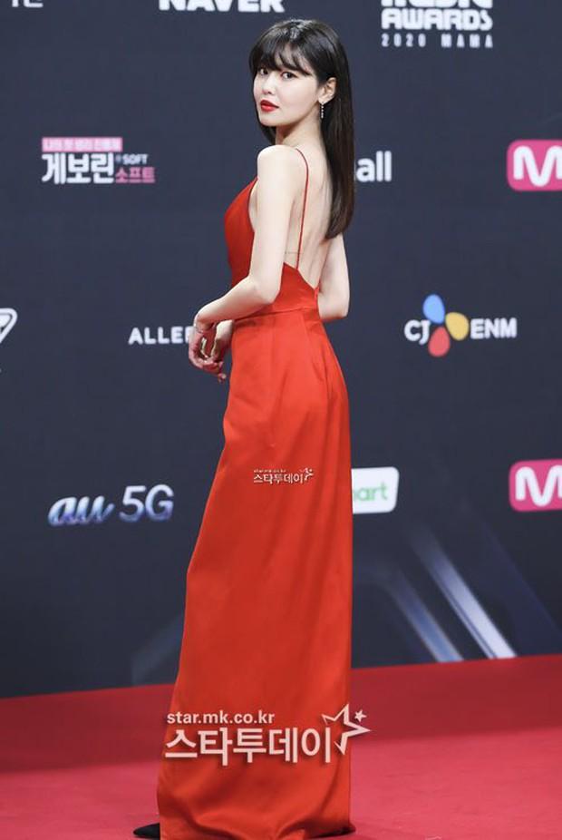 """Oái oăm 2 mỹ nhân SNSD diện váy đỏ khuynh đảo MAMA: Sooyoung được tôn thành """"nữ hoàng"""", Taeyeon... tiệp luôn vào thảm - Ảnh 3."""