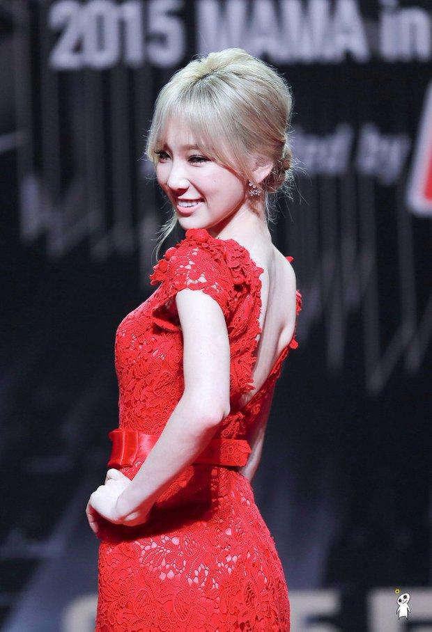 """Oái oăm 2 mỹ nhân SNSD diện váy đỏ khuynh đảo MAMA: Sooyoung được tôn thành """"nữ hoàng"""", Taeyeon... tiệp luôn vào thảm - Ảnh 9."""