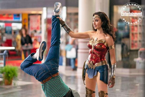 Bóc tất tật Wonder Woman 1984 trước giờ G: Chị đẹp chơi đá gọi người yêu về, cặp nách 2 phản diện đánh cực xôm - Ảnh 2.