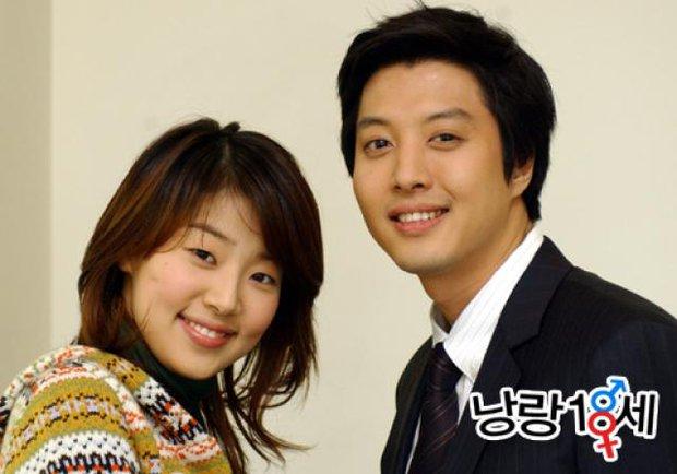 Lee Dong Gun: Tình đẹp vừa toang thì em trai bị sát hại, tài tử ngôn tình màn ảnh lại là kẻ phụ tình Jiyeon và vợ minh tinh - Ảnh 5.