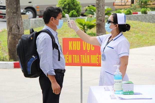 Quảng Bình tìm 25 hành khách đi chung xe khách với bệnh nhân tái dương tính SARS-CoV-2 - Ảnh 1.