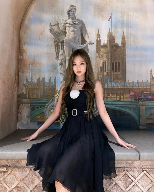 Jennie đụng váy với Mưu nữ lang 2K: Đại sứ Chanel sang chảnh lấn át, Lưu Hạo Tồn bị ví như hot girl mạng - Ảnh 5.