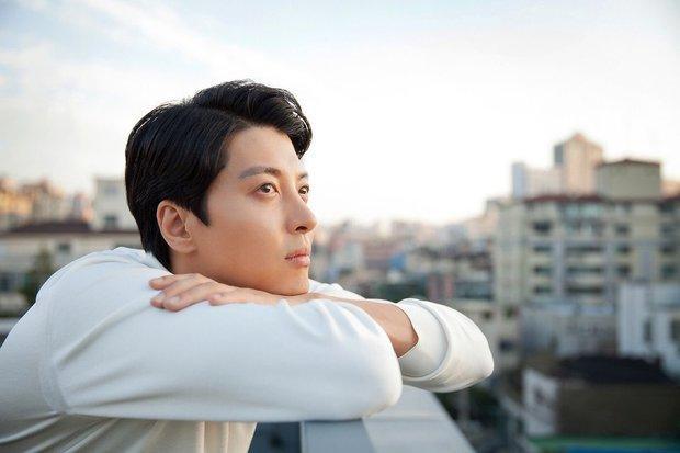 Lee Dong Gun: Tình đẹp vừa toang thì em trai bị sát hại, tài tử ngôn tình màn ảnh lại là kẻ phụ tình Jiyeon và vợ minh tinh - Ảnh 7.