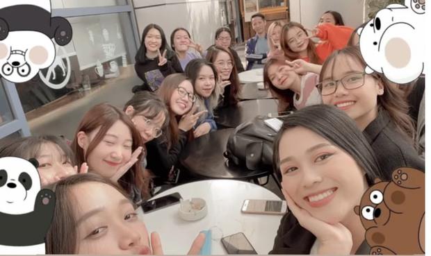 Hoa hậu Đỗ Hà đăng ảnh chụp chung với các bạn cùng lớp, nhan sắc liệu có nổi trội hơn? - Ảnh 1.