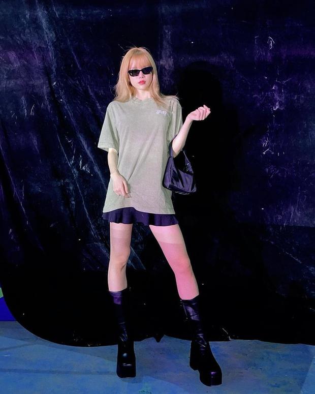 Instagram look của sao Việt tuần qua: Ngọc Trinh, Khánh Linh mix đồ bơi với giày dép chất chơi, riêng Lan Ngọc kín bưng dạo phố - Ảnh 12.