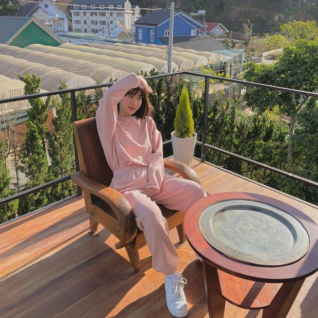 Instagram look của sao Việt tuần qua: Ngọc Trinh, Khánh Linh mix đồ bơi với giày dép chất chơi, riêng Lan Ngọc kín bưng dạo phố - Ảnh 5.