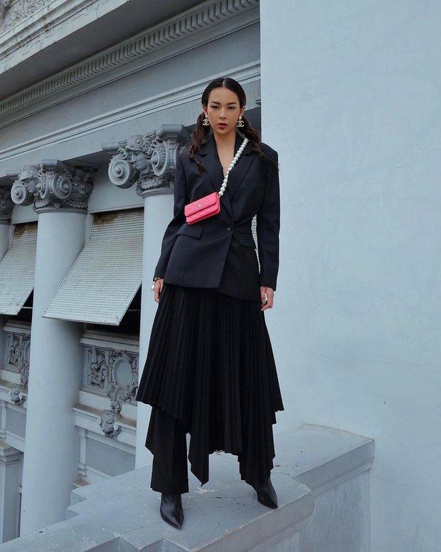 Instagram look của sao Việt tuần qua: Ngọc Trinh, Khánh Linh mix đồ bơi với giày dép chất chơi, riêng Lan Ngọc kín bưng dạo phố - Ảnh 11.