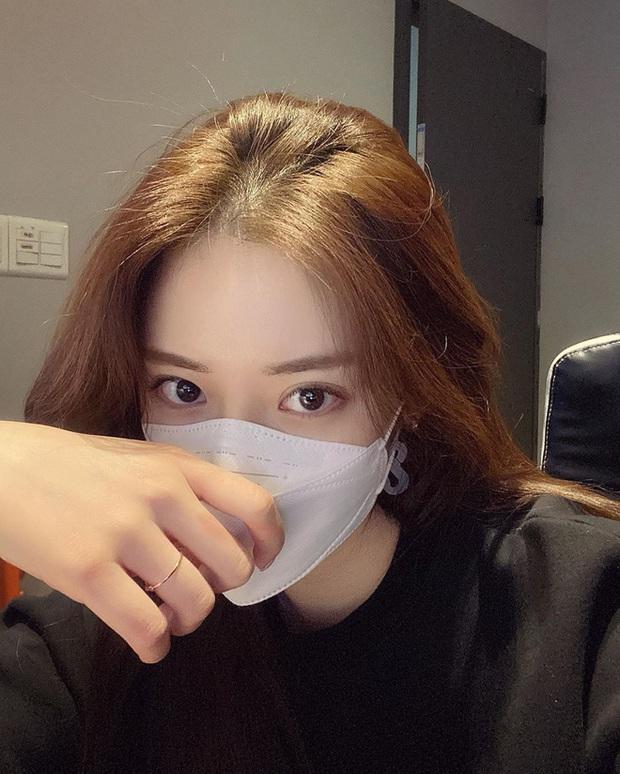 Netizen Hàn - Việt tranh cãi chuyện đeo khẩu trang cả ngày: Người lên mụn chi chít, người có da đẹp hơn - Ảnh 3.