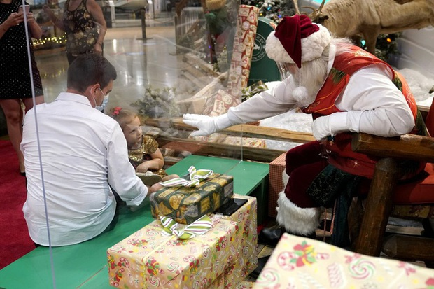 The Santa Claus faces a high risk of COVID-19 infection