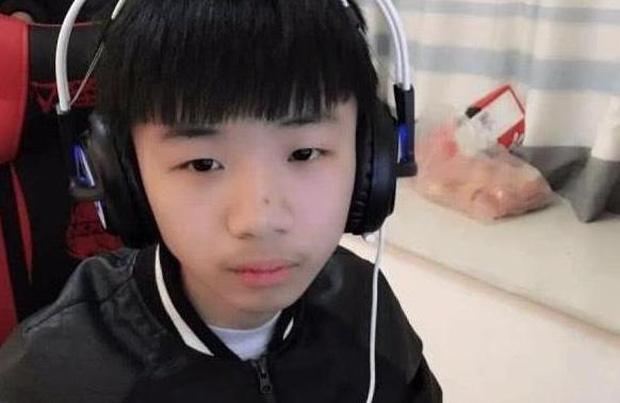 Cậu bé 12 tuổi thu nhập 106 triệu đồng mỗi tháng, được bố mẹ ủng hộ nghỉ học làm streamer năm ấy... giờ ra sao? - Ảnh 5.