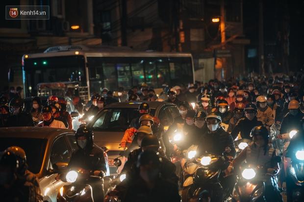 Chuyện ở Hà Nội: Ùn tắc không mất đi, nó chỉ chuyển từ đường này sang đường khác! - Ảnh 14.