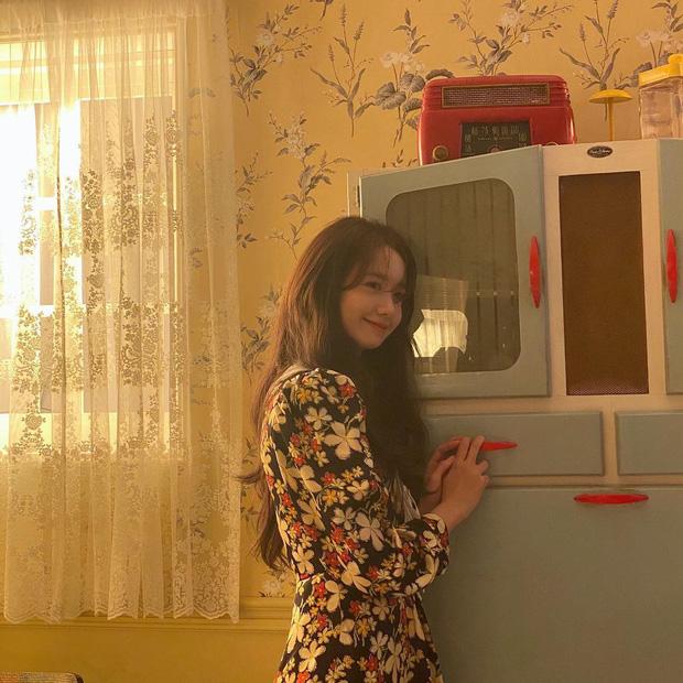 """""""Nhá hàng"""" tạp chí đang hot hòn họt của Yoona (SNSD): Ai ngờ cô đã U30, ảnh hậu trường kiểm chứng nhan sắc mới choáng - Ảnh 5."""