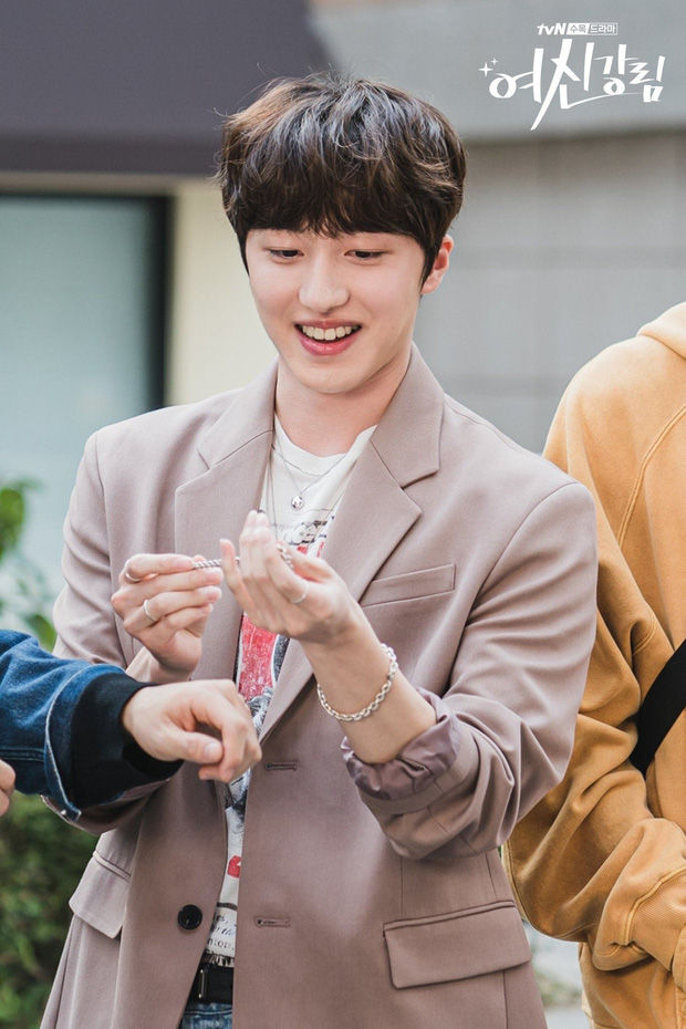True Beauty nhá hàng màn cameo xịn của Chani (SF9), spoil luôn duyên nợ quá khứ giữa Cha Eun Woo - Hwang In Yeop - Ảnh 1.