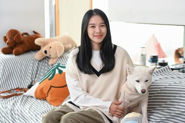 Nữ diễn viên Jo Yoon Hee lần đầu lộ diện hậu ly hôn Lee Dong Gun, đọ nhan sắc gắt bên Tiffany (SNSD) - Ảnh 2.