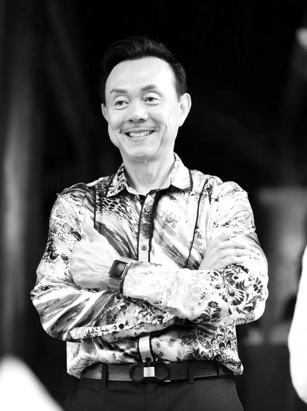 Cập nhật: Nghệ sĩ Chí Tài được đưa về nhà Tang lễ, vợ chồng Trấn Thành và nhiều nghệ sĩ rơi nước mắt vì quá xót thương! - Ảnh 13.