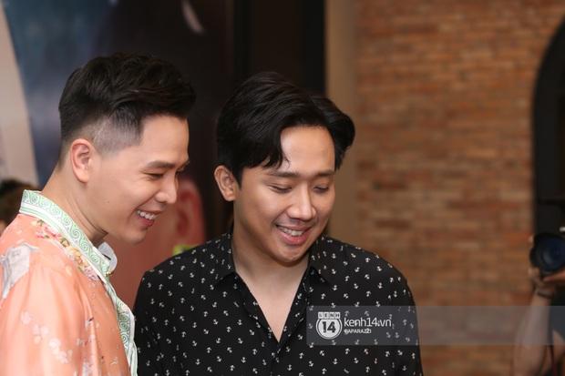 Lê Giang và Trấn Thành ra về giữa buổi họp báo Trịnh Thăng Bình, mặt thất thần khi biết tin nghệ sĩ Chí Tài đột ngột qua đời - Ảnh 2.