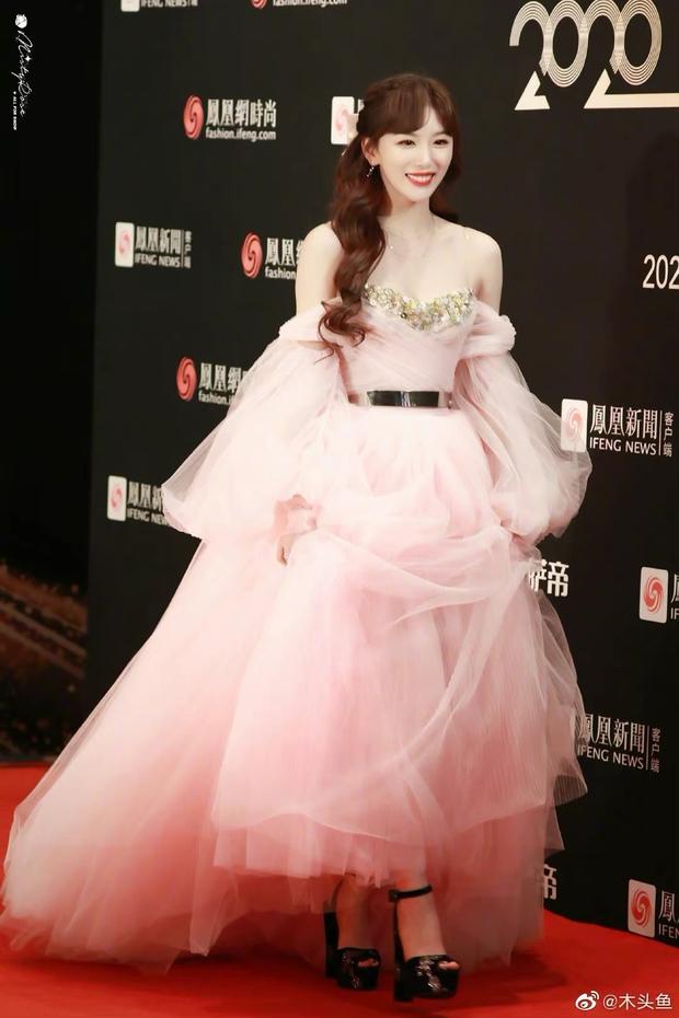 Dàn sao đổ bộ sự kiện Phượng Hoàng: Khổng Tuyết Nhi gây bão với visual công chúa, Jia (Miss A) chặt chém vì hình ảnh cực bốc - Ảnh 5.