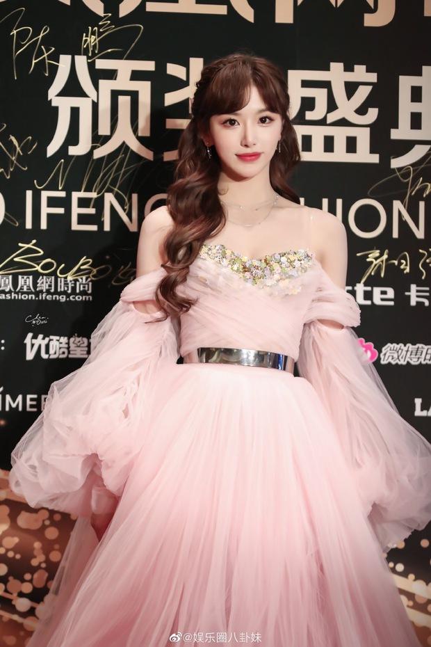 Dàn sao đổ bộ sự kiện Phượng Hoàng: Khổng Tuyết Nhi gây bão với visual công chúa, Jia (Miss A) chặt chém vì hình ảnh cực bốc - Ảnh 2.