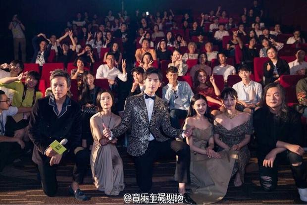 1001 drama sao Cbiz tại sự kiện: Trịnh Sảng chen chỗ, Dương Mịch bơ đẹp Đường Yên, Phạm Băng Băng lại có EQ cao ngất - Ảnh 9.