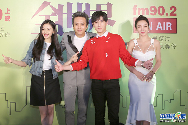 1001 drama sao Cbiz tại sự kiện: Trịnh Sảng chen chỗ, Dương Mịch bơ đẹp Đường Yên, Phạm Băng Băng lại có EQ cao ngất - Ảnh 10.