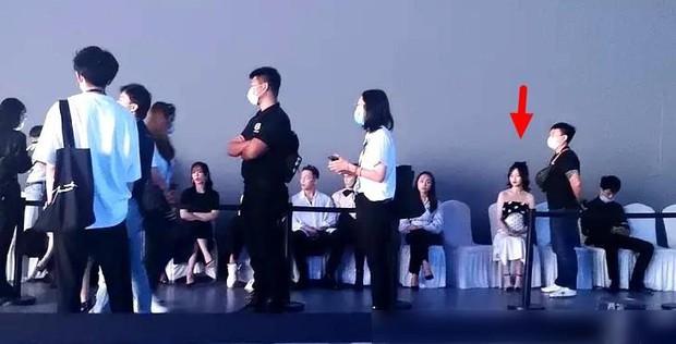 1001 drama sao Cbiz tại sự kiện: Trịnh Sảng chen chỗ, Dương Mịch bơ đẹp Đường Yên, Phạm Băng Băng lại có EQ cao ngất - Ảnh 23.