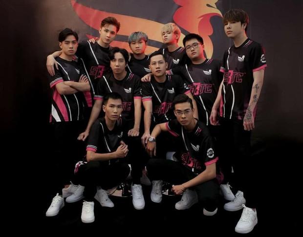 Dải ngân hà SBTC Esports tung ảnh team cực ngầu, choáng ngợp với danh hiệu và cả độ điển trai của các thành viên - Ảnh 1.