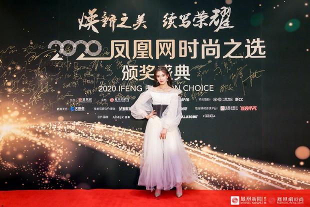 Dàn sao đổ bộ sự kiện Phượng Hoàng: Khổng Tuyết Nhi gây bão với visual công chúa, Jia (Miss A) chặt chém vì hình ảnh cực bốc - Ảnh 24.