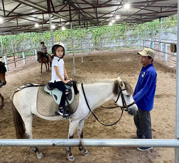 Cả Hồng Nhung và Hoa hậu Hà Kiều Anh đều đang cho con học bộ môn quý tộc này, nghe chi phí mà choáng: 45 phút hết gần 1 triệu đồng - Ảnh 3.