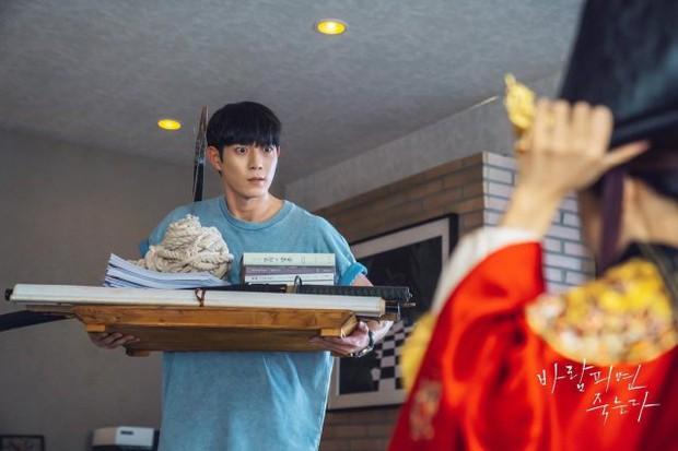 """""""Nữ hoàng cảnh nóng"""" Jo Yeo Jeong diện đồ Hoàng hậu ở Lừa Em, Cưng Tiêu Rồi!, lại nghĩ ra trò gì tra tấn chồng chăng? - Ảnh 4."""