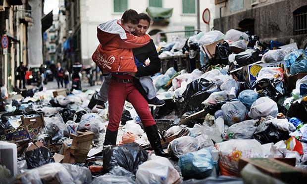 Khi mafia trở thành... đồng nát: Băng nhóm thâu tóm toàn bộ bãi rác tại thành phố Ý, lợi nhuận hơn cả buôn ma túy và thảm họa đáng sợ xảy ra - Ảnh 2.