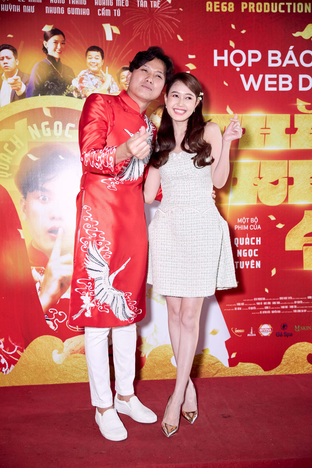 Vợ trẻ kém 10 tuổi đến thảm đỏ ủng hộ Quách Ngọc Tuyên ra mắt phim mới, nghe chồng kể chuyện... làm đám cưới với người khác - Ảnh 3.