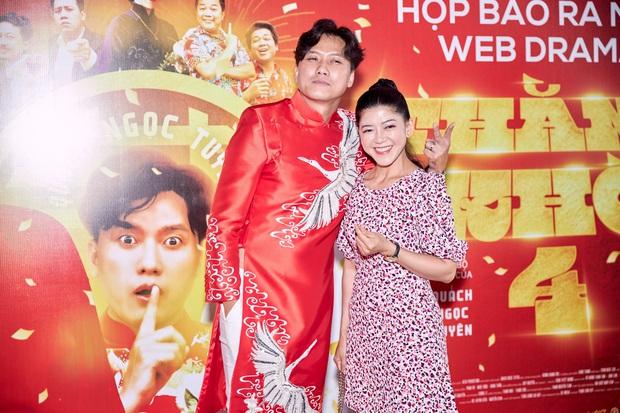 Vợ trẻ kém 10 tuổi đến thảm đỏ ủng hộ Quách Ngọc Tuyên ra mắt phim mới, nghe chồng kể chuyện... làm đám cưới với người khác - Ảnh 2.