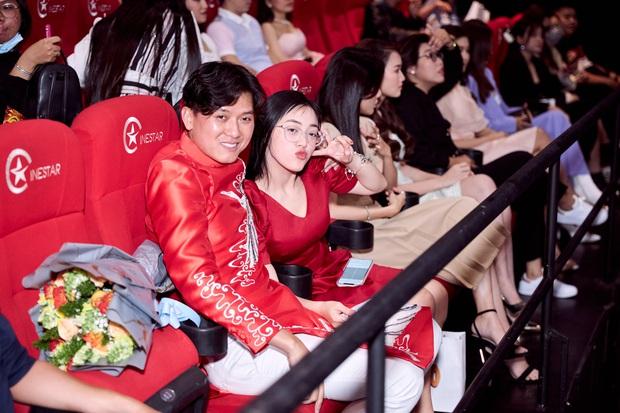 Vợ trẻ kém 10 tuổi đến thảm đỏ ủng hộ Quách Ngọc Tuyên ra mắt phim mới, nghe chồng kể chuyện... làm đám cưới với người khác - Ảnh 5.