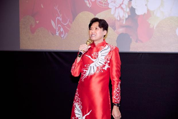 Vợ trẻ kém 10 tuổi đến thảm đỏ ủng hộ Quách Ngọc Tuyên ra mắt phim mới, nghe chồng kể chuyện... làm đám cưới với người khác - Ảnh 7.