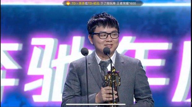 Nóng: SofM rinh trọn một lúc 3 giải thưởng danh giá nhất của LPL 2020, kỳ tích khiến cộng đồng Việt và thế giới đều ngưỡng mộ - Ảnh 1.