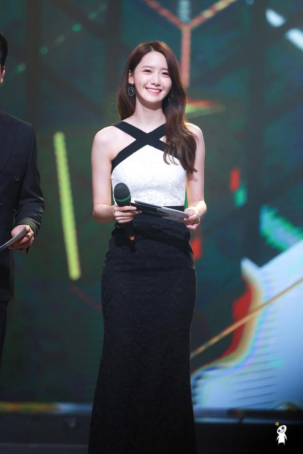 Nữ thần MBC Gayo Daejejeon gọi tên Yoona (SNSD): 5 năm liên tiếp làm MC, mỗi năm lại xinh hơn vạn phần, năm nay gây bão cả MXH - Ảnh 9.