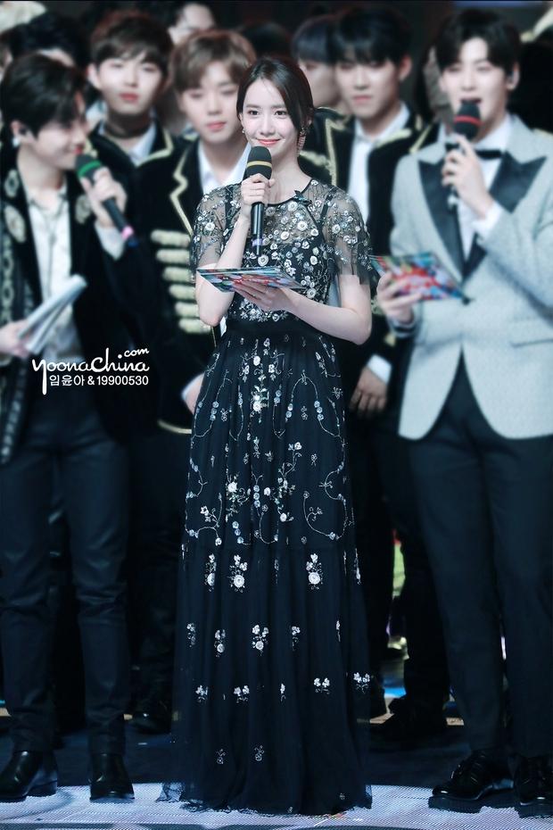 Nữ thần MBC Gayo Daejejeon gọi tên Yoona (SNSD): 5 năm liên tiếp làm MC, mỗi năm lại xinh hơn vạn phần, năm nay gây bão cả MXH - Ảnh 11.