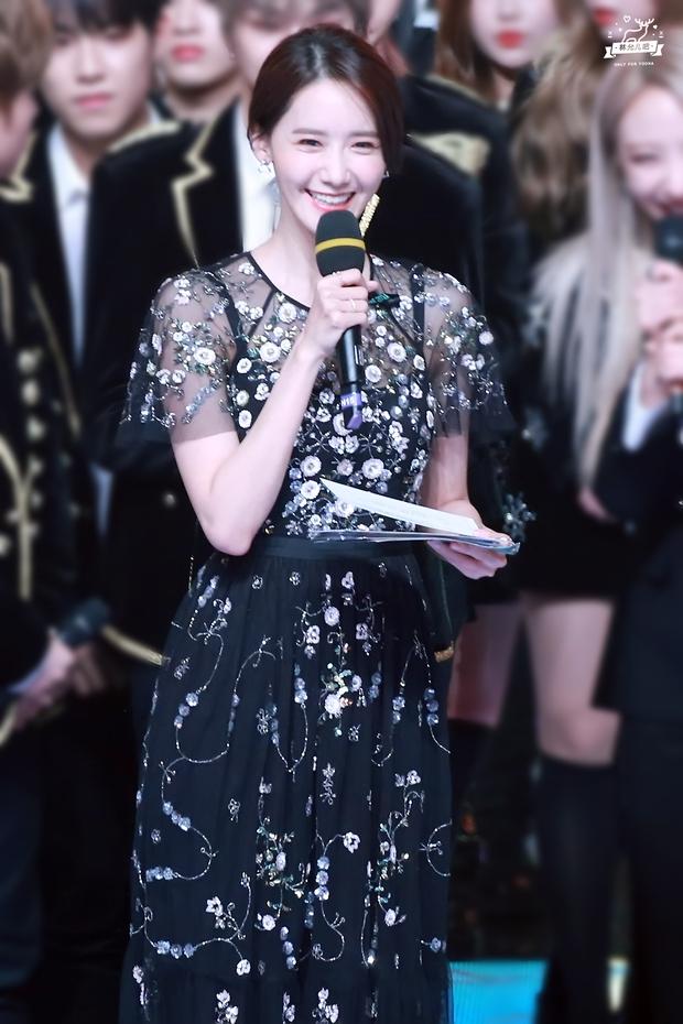 Nữ thần MBC Gayo Daejejeon gọi tên Yoona (SNSD): 5 năm liên tiếp làm MC, mỗi năm lại xinh hơn vạn phần, năm nay gây bão cả MXH - Ảnh 12.