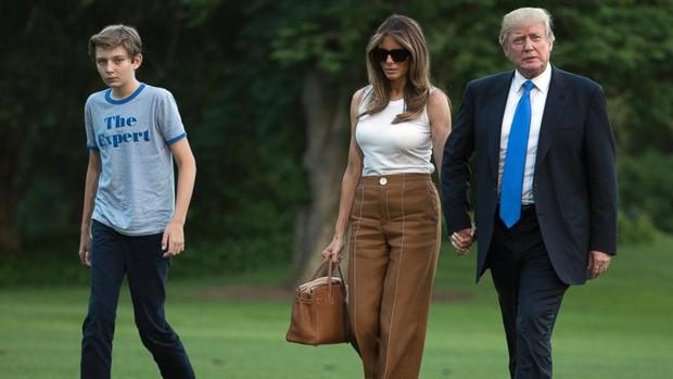 Nhìn lại 4 năm ở Nhà Trắng của cậu ấm Barron Trump: Dậy thì thành công hết nấc nhưng ngày càng làm fan chạnh lòng vì một chi tiết - Ảnh 7.