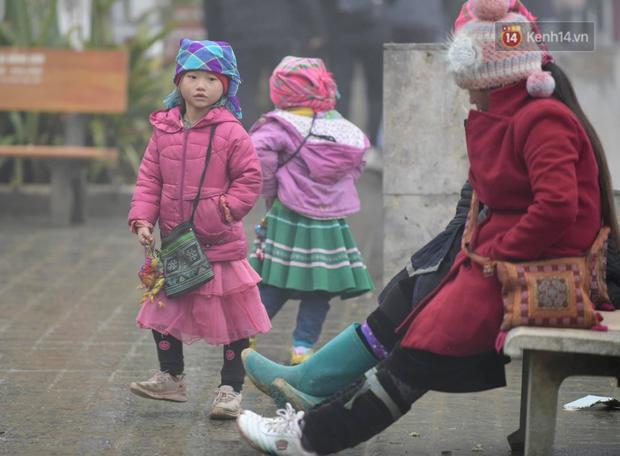 Sa Pa kêu gọi du khách không ủng hộ trẻ em bán đồ, chèo kéo khách - Ảnh 3.