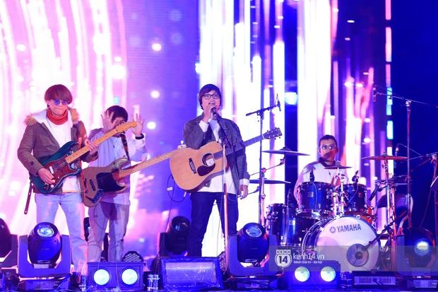 Noo Phước Thịnh trễ sóng show trực tiếp vì bị kẹt đường tại Hà Nội, MCK và Tlinh đụng độ ICD tại show countdown ở TP.HCM - Ảnh 4.
