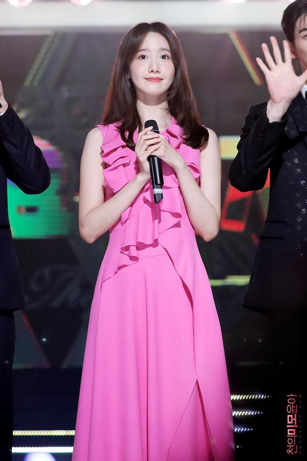 Nữ thần MBC Gayo Daejejeon gọi tên Yoona (SNSD): 5 năm liên tiếp làm MC, mỗi năm lại xinh hơn vạn phần, năm nay gây bão cả MXH - Ảnh 17.