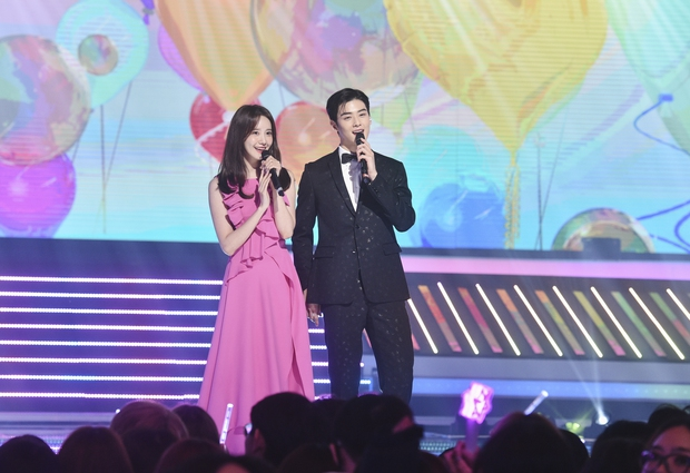 Nữ thần MBC Gayo Daejejeon gọi tên Yoona (SNSD): 5 năm liên tiếp làm MC, mỗi năm lại xinh hơn vạn phần, năm nay gây bão cả MXH - Ảnh 18.